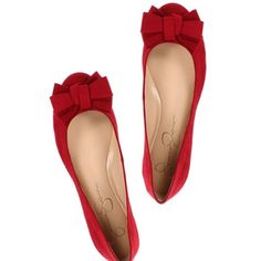 Red shoes are so adorable, no matter flats or high heels. Cute Flats, Bow Flats, Cute Shoes, Me Too Shoes, Pointy Flats, Dress Flats, Pretty Shoes, Beautiful Shoes, Outfits Damen