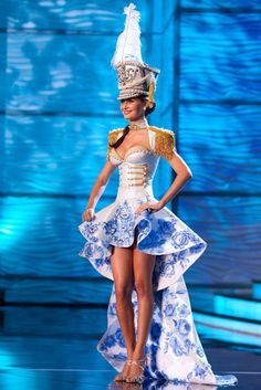 russian miss universe traditional costume Miss Universe Costumes, Miss Universe National Costume, Mardi Gras Costumes, Carnival Costumes, Stage Outfits, Dance Outfits, Majorette Uniforms, Ice Queen Costume, Fashion Show