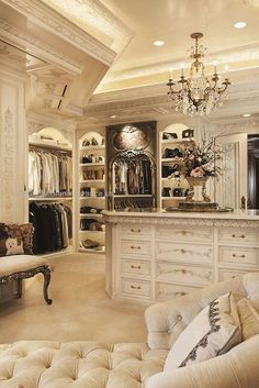 30 Walk-in Closets You Won't Mind Living In For most women, a dreamy walk-in closet is a must-have feature for any dream house. Who can't resist a space that is filled with your favorite des .. http://www.beautyfashionfragrance.us/2017/05/17/30-walk-in-closets-you-wont-mind-living-in-3/