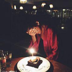 Selena Gomez celebrates her birthday and gets surprise cake - Happy birthday! Selena Gomez was very coy when she got a celebratory surprise on Tuesday Birthday Goals, 23rd Birthday, Birthday Celebration, Birthday Wishes, Happy Birthday, Birthday Blast, Birthday Cake, Selena Gomez Cumpleaños, Selena Gomez Birthday