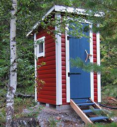 Utedass Outside Toilet, Outdoor Toilet, Outdoor Baths, Outdoor Bathrooms, Outhouse Bathroom, Summer Cabins, Composting Toilet, A Frame House, Coastal Homes