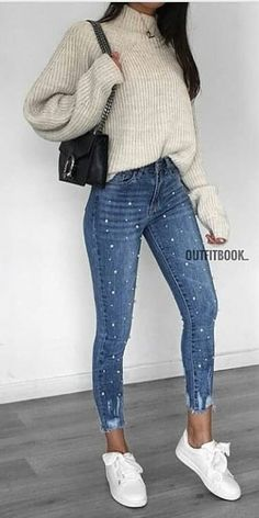 #spring #outfits woman in gray sweater and blue denim jeans carrying black leather shoulder bag. Pic by @zara__streetstyle