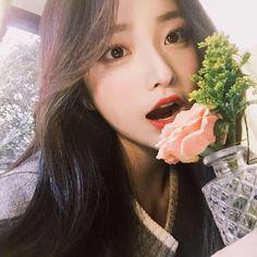 Image about ulzzang in ➶ ulzzαng - 얼짱 by ❁ ᴀʜʀᴇᴜᴍ Girl God, Uzzlang Girl, Pretty Korean Girls, Beautiful Asian Girls, Ulzzang Fashion, Korean Fashion, Yoon Ara, Korean Beauty, Asian Beauty