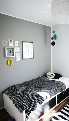 Grey, simple but inspiring kid room