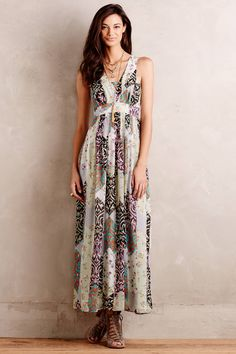Love the classic cut of this dress. The earth tones would make it a good piece to transition from summer to fall.