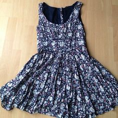 Floral dress Very light weight and comfortable. Good condition. Bought in Ireland so sizing is different but converts to medium. New Look Dresses