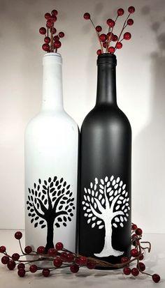 Painted Glass Bottles, Glass Bottle Crafts, Wine Bottle Art, Diy Bottle, Decorated Bottles, Pottery Painting Designs, Glass Painting Designs, Bottle Centerpieces, Wine Bottle Decorations