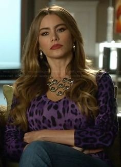 Gloria's purple leopard print top on Modern Family.  Outfit Details: http://wornontv.net/21181/ #ModernFamily