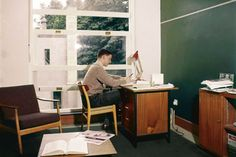 This 1959 bedsit in Corpus Christi, Oxford, is a surprisingly modern room with functional furniture and a red Anglepoise lamp for studying by