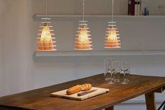 Die Leuchten aus unserer nuage Serie sind eine perfekte Kombination von edlem Holzfurnier und transluzentem, lichtleitendem Acrylglas für eine gemütliche Wohnatmosphäre.  Für mehr Informationen und Auswahl besuchen Sie unsere Homepage unter:  contura-shop.de  Unsere Produkte werden in Berlin entwickelt und gefertigt. Größe/Maße/Gewicht  Durchmesser: 144mm Höhe: 213mm Gewicht: 0,3Kg (1 Lampe) Leuchtmittel: L.E.D. Lampenfassung: E27-E26 max 60W  Kabellänge : von Boden bis Leuchte 100c...