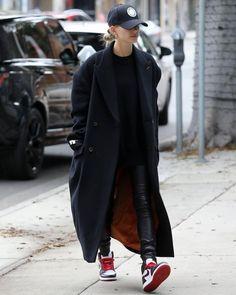 Nike Air Jordan 1 Retro Sneakers worn by Hailey Bieber Leaving a Hair Salon November 2019 Winter Fashion Outfits, Look Fashion, Autumn Winter Fashion, Casual Outfits, Fashion Tips, Estilo Hailey Baldwin, Hailey Baldwin Style, Street Style Inspiration, Inspiration Mode