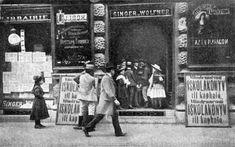 1901. Andrássy út 10. Könyvesboolt iskolakezdés előtt. Budapest, Hungary, Times Square, Street View, Singer, Travel, Beautiful, Fotografia, Viajes