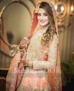 Ideas Bridal Wear Mehndi Mehendi For 2019 Pakistani Bridal Makeup, Bridal Mehndi Dresses, Pakistani Wedding Outfits, Indian Bridal Fashion, Bridal Dress Design, Pakistani Wedding Dresses, Bridal Outfits, Wedding Mehndi, Bridal Lehenga