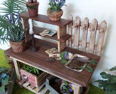 Meuble table de rempotage plantes jardin miniature maison de poupées échelle 1:12 de la boutique MadeInEven sur Etsy