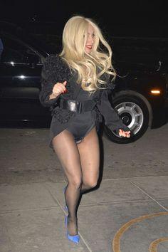 Kijk, zo gaat Lady Gaga de straat op. Meer foto's hierrrrr: http://prutsfm.nl/prutsfm/index.php/showbizz/kijk-zo-gaat-lady-gaga-de-straat-op
