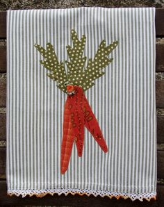 Carrot Bunch Carrot Tops Carrot Fall Harvest Machine Appliqued' Tea Towel County Farm Ranch Home Decor Autumn Gift for Cook or Foodie Dish Towels, Hand Towels, Tea Towels, Sewing Ideas, Sewing Crafts, Sewing Projects, Fancy Dishes, Towel Embroidery, Gifts For Cooks