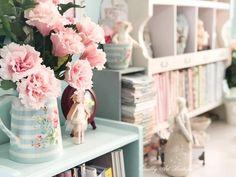 Room Colors, Wall Colors, Aqua Walls, Making Fabric Flowers, Photo Mural, Pretty Wallpapers, Diy Arts And Crafts, Fashion Room, Beautiful Wall