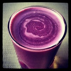 Purple cabbage, pink lady apples, & mint -- love the color Juice Smoothie, Smoothie Drinks, Fruit Smoothies, Healthy Smoothies, Healthy Drinks, Smoothie Recipes, Green Juice Recipes, Healthy Juice Recipes, Healthy Juices