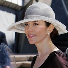 Princess Mary sported some serious headwear in March 2005: Visiting Sydney Opera House