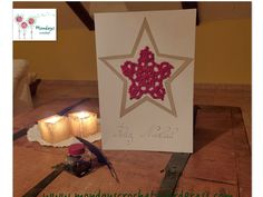 Tarjeta felicitación navideña. Tutorial en www.mondayscrochet.wordpress.com Paper Shopping Bag, Table Lamp, Crochet, Diy, Wordpress, Home Decor, Christmas Stars, Cardmaking, Christmas Cards