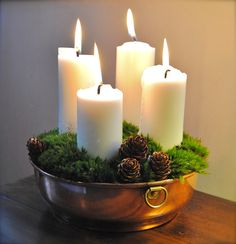 Christmas candles in old copper bowl. Danish Christmas, Cozy Christmas, Scandinavian Christmas, Christmas Holidays, Christmas Tablescapes, Christmas Candles, Christmas Advent Wreath, Advent Candles, Xmas Decorations
