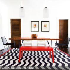 Möbel mit farbigen Accessoires auflockern
