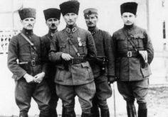 Atatürk Kurtuluş Savaşı'nda Subaylarla