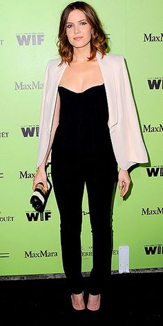 MANDY MOORE |sweetheart Max Mara jumpsuit + pale-peach topper (also Max Mara) and a cool clutch.