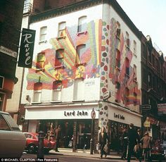 By the 1960s, London's Carnaby Street proved popular for followers of both the Mod and hippie styles. Many independent fashion boutiques, and designers lined the sides of the street