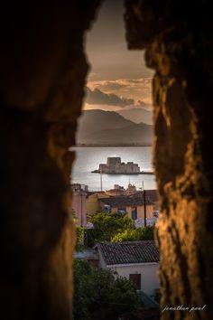 με θέα το Μπούρτζι, Ναύπλιο- view to Bourtzi Napflio, Greece