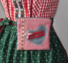 zünftige Wiesn Gürteltasche, das perfekte Accessoires für`s Oktoberfest -genäht ist die Oktoberfest Gürteltasche aus einem rotkarierten (Vichy) Baumwollstoff