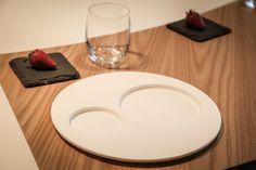 Loona Eclissi >> Realizzata in Krion, dalle forme semplici e raffinate esprime perfettamente la filosofia di Infinito: i piatti devono saper risaltare il buon cibo, trasmettendo emozioni. LOONA, come la collezione TeGusto, è firmata dalla Designer Cristina Zanni, che interpreta il modo di intendere e valorizzare la tavola e la mise en place di Infinito.