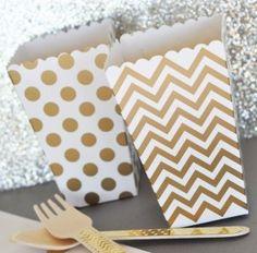 stabile popcorn becher aus pappe im goldenen polka dots design oder mit chevron - Muster Huser