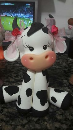 W Fine Porcelain China Diane Japan Code: 1206177865 Polymer Clay Animals, Fimo Clay, Polymer Clay Projects, Polymer Clay Creations, Polymer Clay Art, Fondant Cake Toppers, Fondant Figures, Cow Cakes, Rosalie