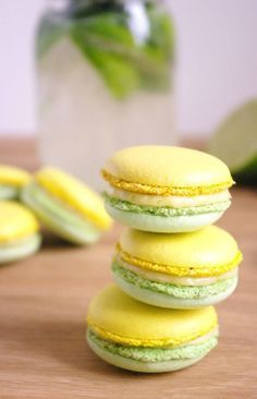 Mojito Macarons - Mint shell with a lemon-lime cream and rum ganache fillings Macaron Filling, Macaron Flavors, Vanilla Macarons, French Macaroons, Macaroon Recipes, Perfect Cookie, Mojito Recipe, Love Cake, Cookie Recipes
