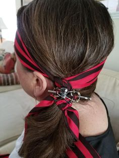 This is perfect for a DIY Pirate costume for Halloween. DIY Pirate cosplay DIY Pirate Day Easy Hairstyles For Long Hair, Scarf Hairstyles, Pirate Hairstyles, Pirate Cosplay, Cosplay Diy, Rainbow Dyed Hair, Rose Hair, Crazy Hair, About Hair