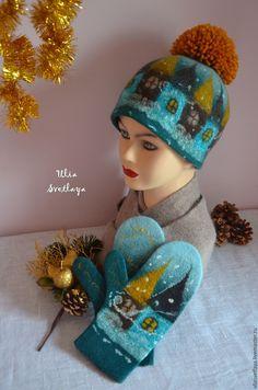 Купить или заказать Шапка 'Зимняя сказка' изумрудная в интернет-магазине на Ярмарке Мастеров. В наличии осталась только шапка. Цена указана за шапку. Эксклюзивный валяный зимний комплект изумрудного цвета шапка + варежки на сказочную тематику: метель засыпает снегом домики старинного городка. Шапка и варежки сваляны из мериноса и декорированы шелковыми волокнами и шерстяной акварелью. Декор с обеих сторон варежек! Шапочка плотная, теплая, на холодную зиму. Half Gloves, Wool Gloves, Nuno Felting, Felt Hat, Hats For Women, Christmas Crafts, Crochet Hats, Neck Massage, Handmade