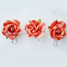 How to Make Paper Rose Paper Clips - http://www.diycraftsblog.com/how-to-make-paper-rose-paper-clips/ #Clips, #Paper, #Rose