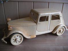 Houten auto merk citroen traction, gemaakt door mijn zeer creative man.....
