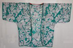 Nos da tiempo estrenar una chaqueta estilo kimono, no necesitamos patrón es un proyecto que en una tarde lo puedes hacer y a la que le pode...