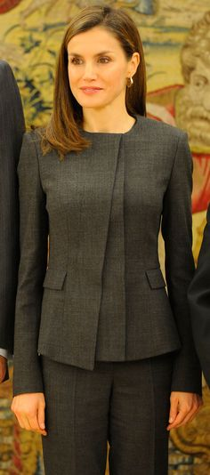 Take fabric from back, add to front Suit Fashion, Look Fashion, Fashion Outfits, Womens Fashion, Hugo Boss, Suits For Women, Clothes For Women, Work Suits, Indian Designer Wear