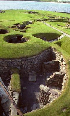 Prehistoric Archaeological Site in Shetland, Scotland alam hijau