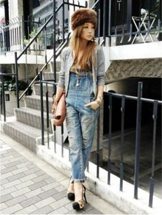 how to wear overalls.