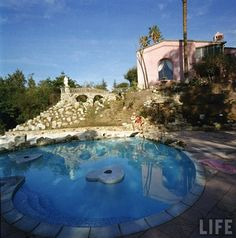 Ahh, the heart shaped pool. /// Jayne Mansfield's Pink Palace