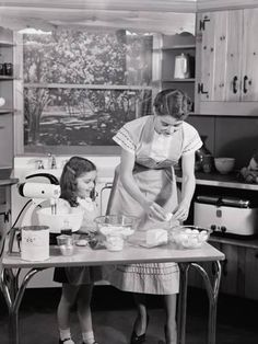 Vintage Kitchen Photographic Print: Mother and Daughter at Kitchen Table, Preparing Ingredients in Mixer For Baking by H. Vintage Pictures, Old Pictures, Vintage Images, Old Photos, Vintage Housewife, Photo Vintage, The Good Old Days, Vintage Photographs, Vintage Kitchen