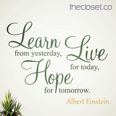 Learn from yesterday, Live for today and Hope for tomorrow (Albert Einstein). Hermosa frase para empezar este #findesemana con la #RedDeDiseñadores #TheClosetCo