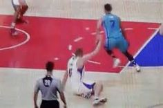 Jeremy Lin crossed the Clippers' Cole Aldrich so hard he sat on his own foot