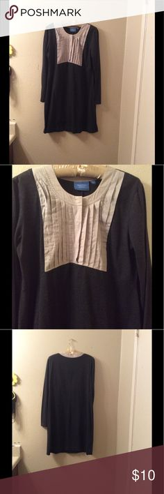 """Vera wang bib Tunic dress large Cute gray dress, or Tunic. I personally wore it with tights. But I'm short so it wasn't that short on me, long sleeve. No holes or stains. Normal wear.  Bust across measures 21""""  Length is 36"""" Dresses"""