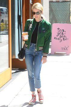 Emma Roberts paseando en Hollywood. Con camiseta negra ddb266d3f068