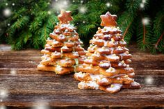 Wow your guests with these cute and festive Christmas trees made out of star-shaped Christmas cookies. These Christmas cookie trees look great as both decorations for the dessert table as well as actual desserts. Gingerbread Christmas Tree, Gingerbread Cookies, Christmas Cookies, Christmas Trees, Egg White Frosting, Edible Centerpieces, Avocado Cream, 25 Days Of Christmas, Xmas